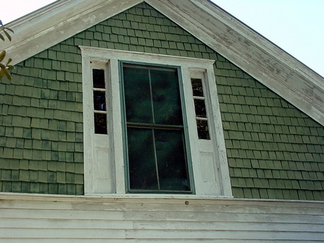 distinctive-new-england-gable-detail